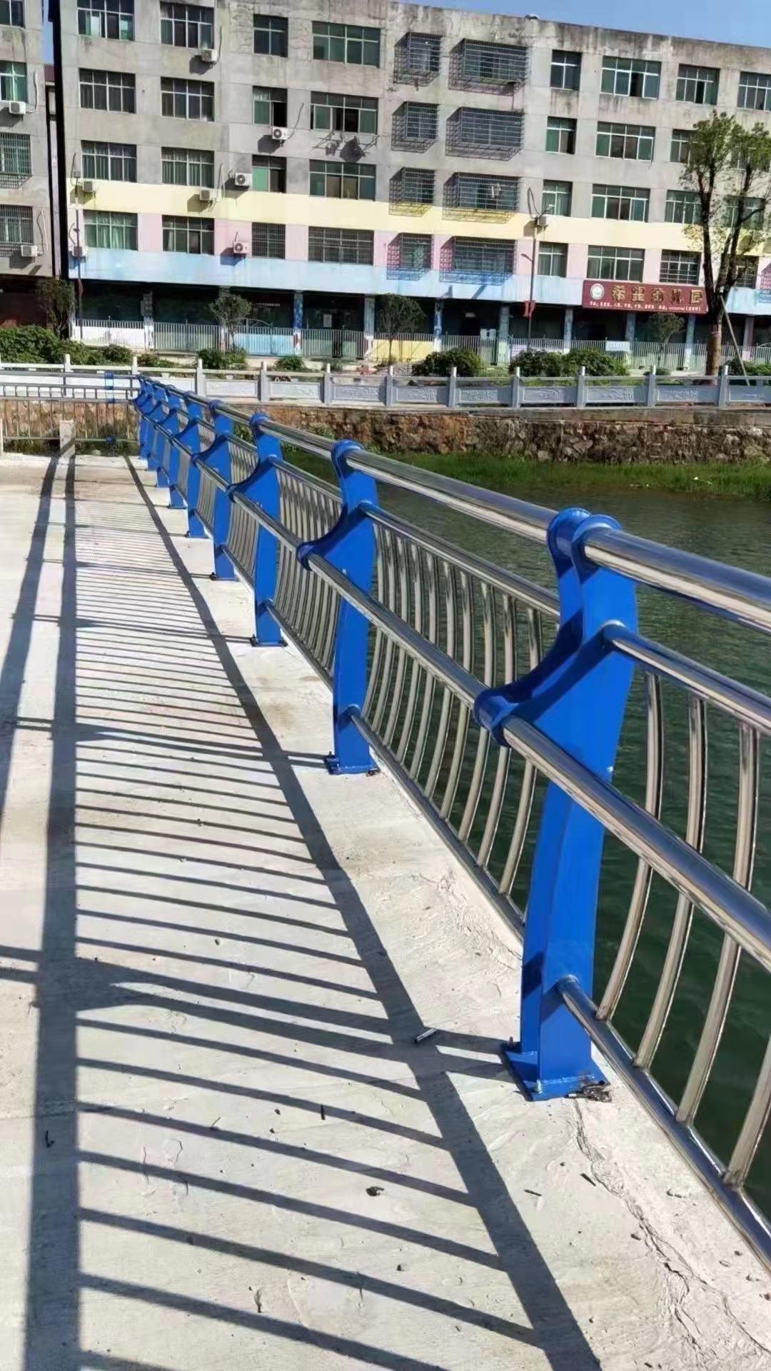 赣州Q235B防撞护栏厂家常备各种材质