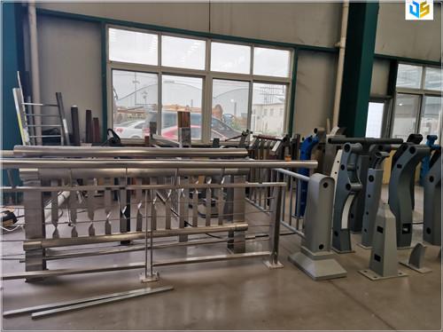 赣州不锈钢碳素钢复合管护栏工艺精湛